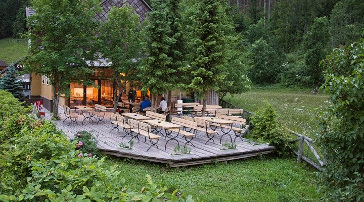 jezersko-stara-posta-hostel-bar-terasa-poleti